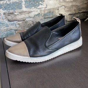 Karl Lagerfeld Paris Cler Point Toe Leather Sneakers Sz8